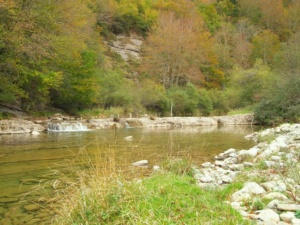 Río y presa, Urbeltza, Irati, navarra