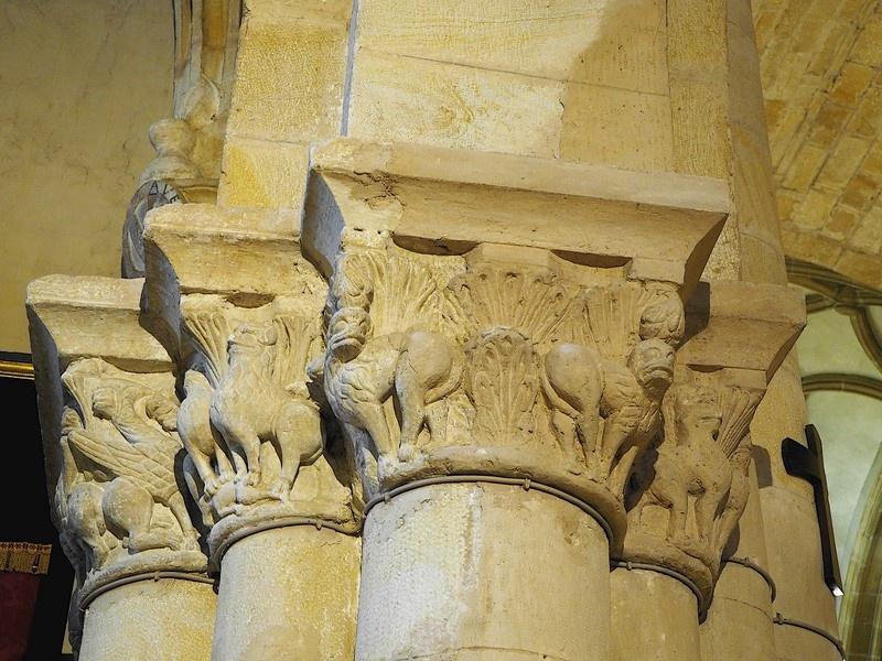 Capiteles de la semicolumnas de los pilares interiores, Sto Domingo, Soria